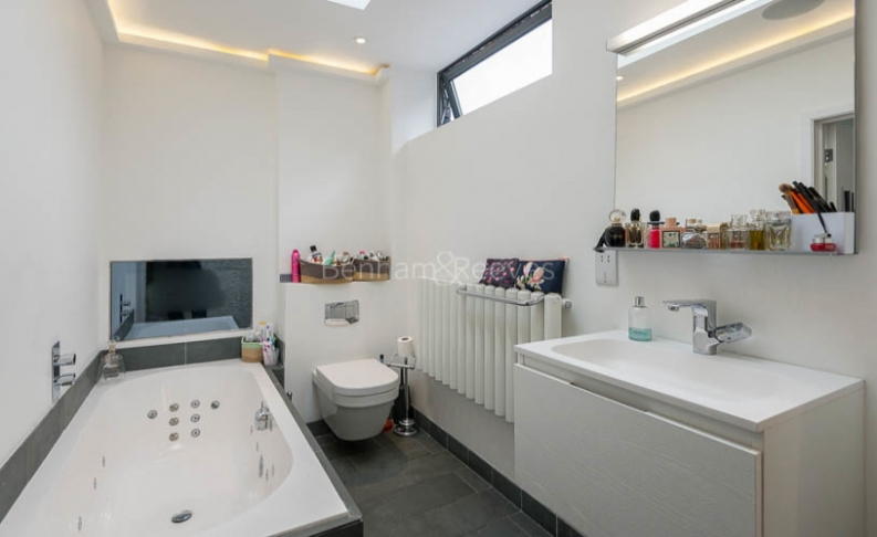 4 bedroom(s) house to rent in Trinity Walk, Hampstead, NW3-image 13