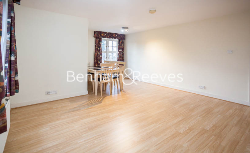 2 bedroom(s) flat to rent in Heathview Court, Golders Green, NW11-image 2