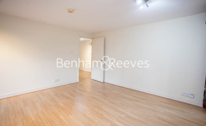 2 bedroom(s) flat to rent in Heathview Court, Golders Green, NW11-image 11