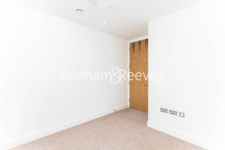 3 bedroom(s) flat to rent in Masefield Court ,Maida Vale ,W9-image 2