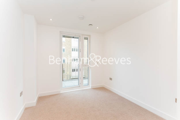 3 bedroom(s) flat to rent in Masefield Court ,Maida Vale ,W9-image 16