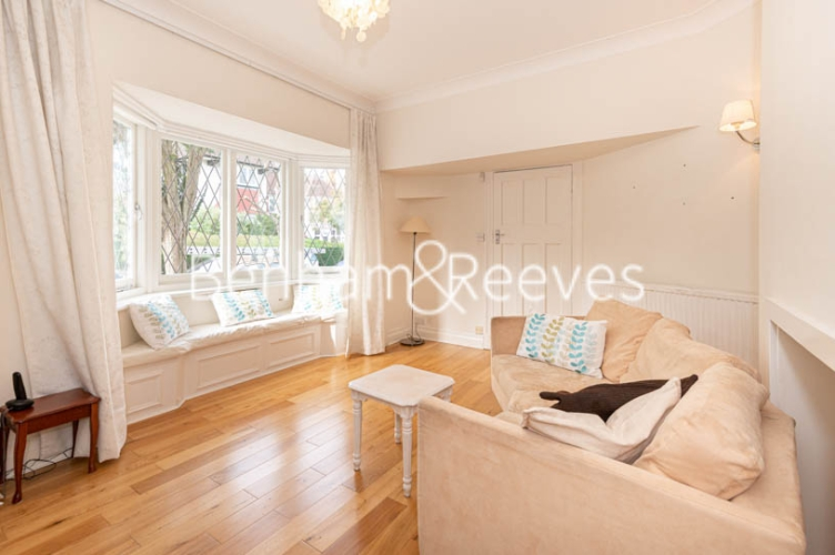 4 bedroom(s) flat to rent in Park Avenue, Hampstead, NW11-image 1