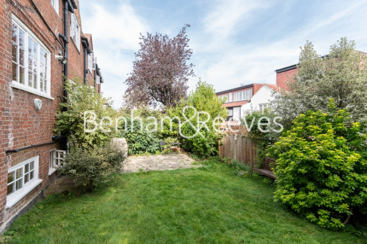 4 bedroom(s) flat to rent in Park Avenue, Hampstead, NW11-image 5