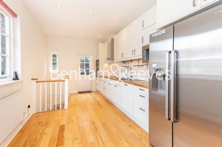 4 bedroom(s) flat to rent in Park Avenue, Hampstead, NW11-image 7