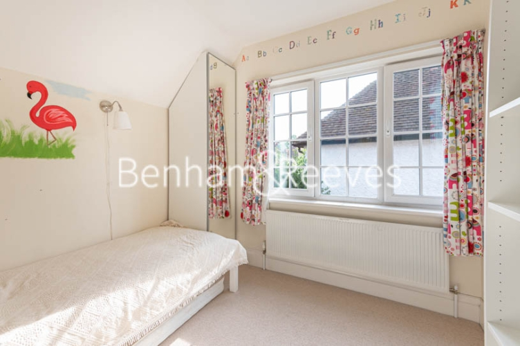 4 bedroom(s) flat to rent in Park Avenue, Hampstead, NW11-image 8