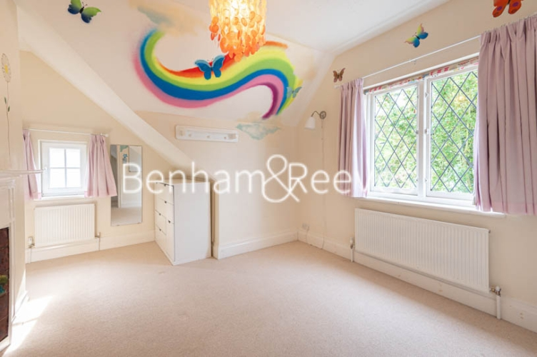 4 bedroom(s) flat to rent in Park Avenue, Hampstead, NW11-image 17