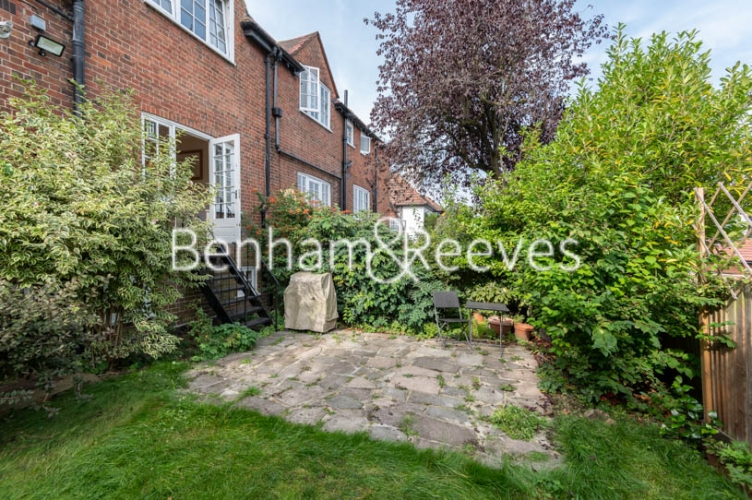 4 bedroom(s) flat to rent in Park Avenue, Hampstead, NW11-image 19