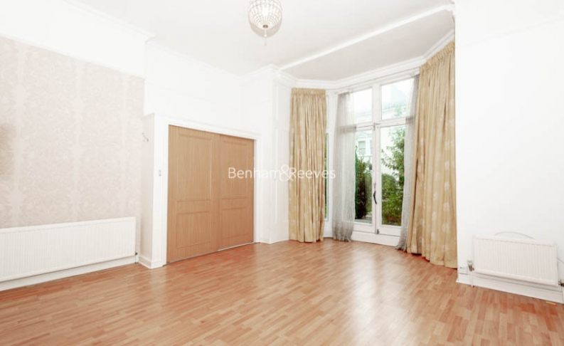 3 bedroom(s) flat to rent in Belsize Park, Hampstead, NW3-image 2