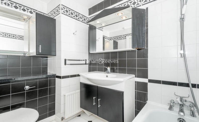 3 bedroom(s) flat to rent in Belsize Park, Hampstead, NW3-image 12