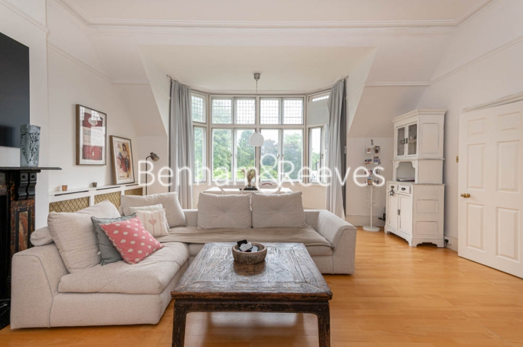 3 bedroom(s) flat to rent in Chesterford ,Chesterford Gardens NW3-image 1