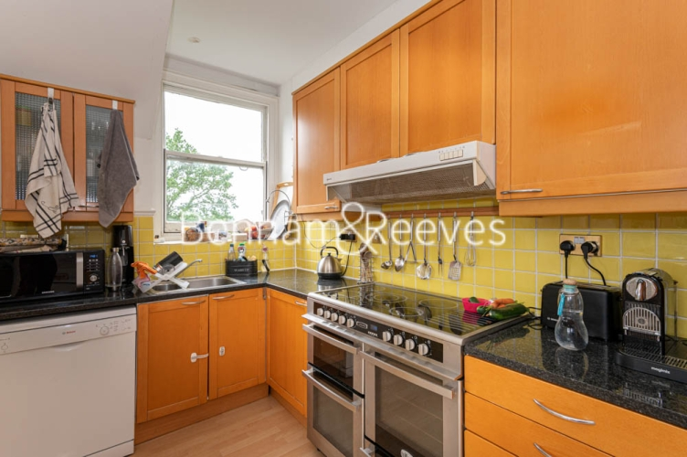 3 bedroom(s) flat to rent in Chesterford ,Chesterford Gardens NW3-image 2