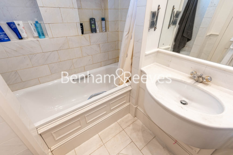 3 bedroom(s) flat to rent in Chesterford ,Chesterford Gardens NW3-image 4