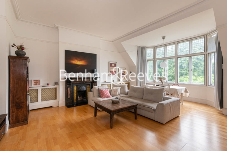 3 bedroom(s) flat to rent in Chesterford ,Chesterford Gardens NW3-image 6