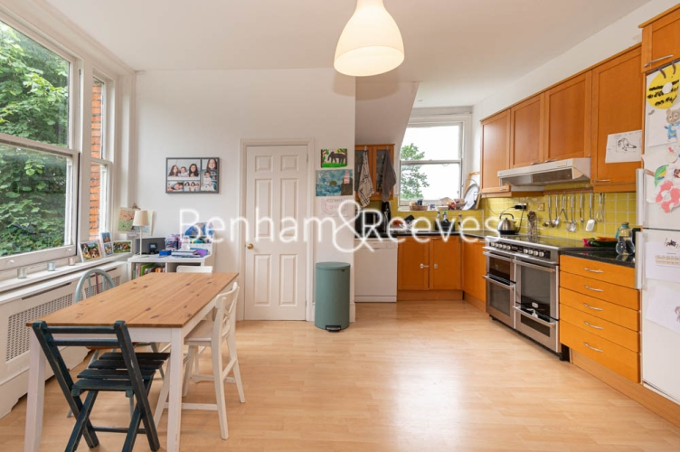 3 bedroom(s) flat to rent in Chesterford ,Chesterford Gardens NW3-image 7