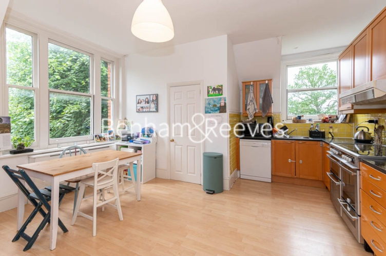 3 bedroom(s) flat to rent in Chesterford ,Chesterford Gardens NW3-image 13
