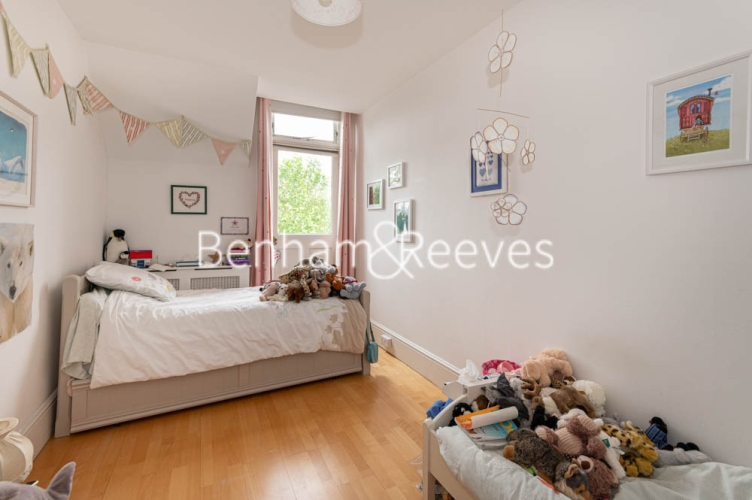 3 bedroom(s) flat to rent in Chesterford ,Chesterford Gardens NW3-image 14