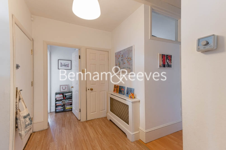 3 bedroom(s) flat to rent in Chesterford ,Chesterford Gardens NW3-image 15