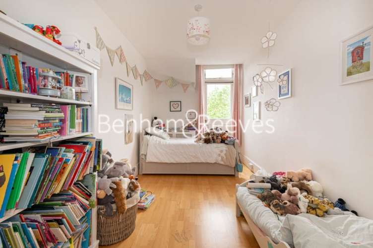 3 bedroom(s) flat to rent in Chesterford ,Chesterford Gardens NW3-image 17
