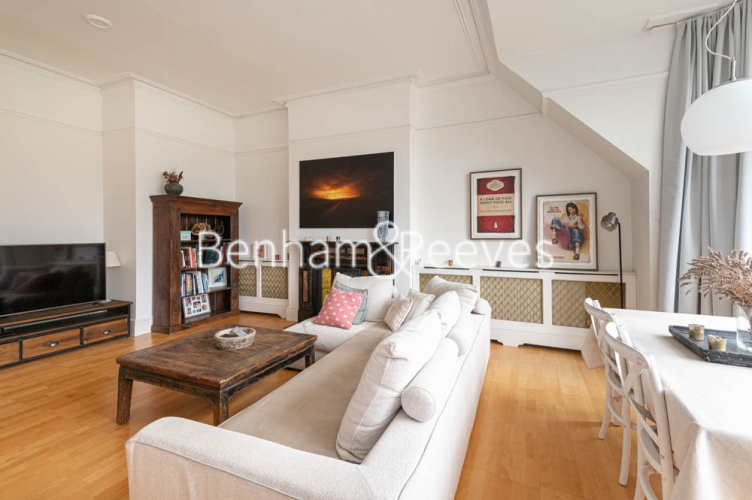 3 bedroom(s) flat to rent in Chesterford ,Chesterford Gardens NW3-image 18