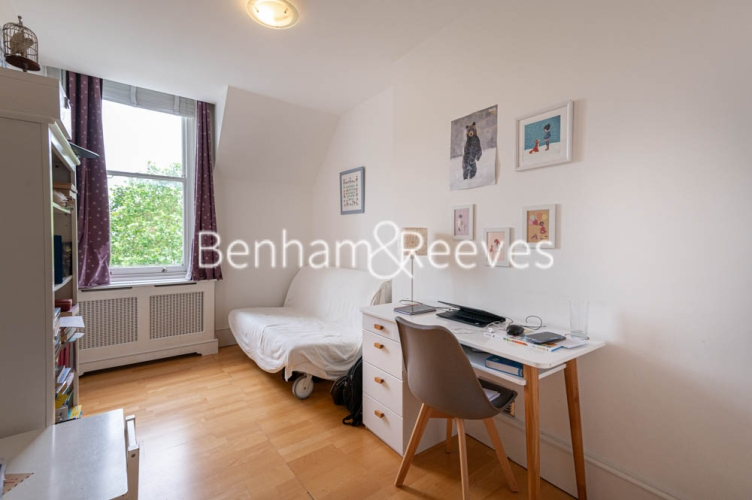3 bedroom(s) flat to rent in Chesterford ,Chesterford Gardens NW3-image 19