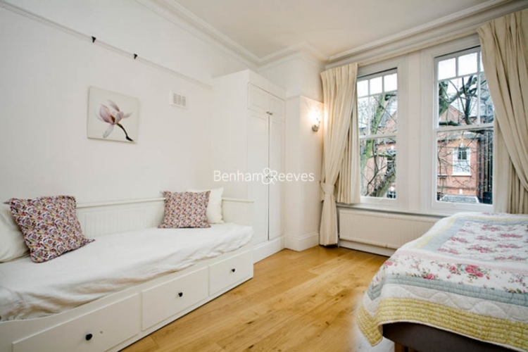 3 bedroom(s) flat to rent in Downside Crescent, Hampstead, NW3-image 4