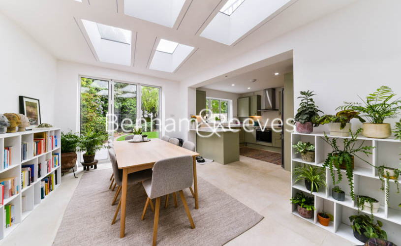 3 bedroom(s) flat to rent in Downside Crescent, Hampstead, NW3-image 3