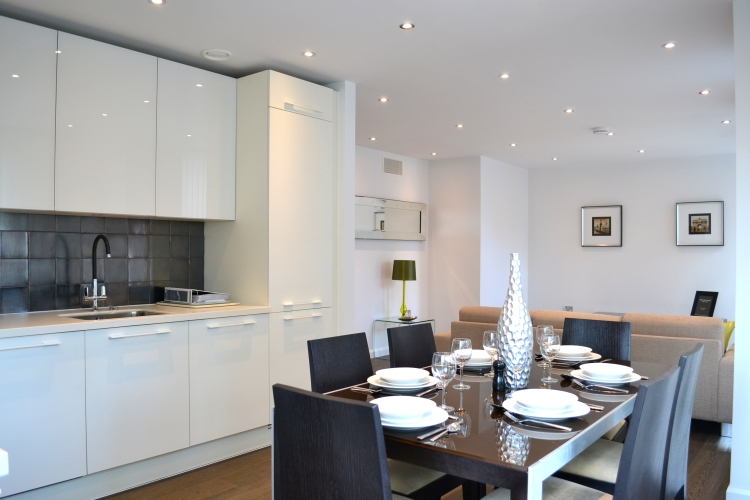 3 bedroom(s) flat to rent in Warwick Row, Buckingham Palace Road, SW1-image 4