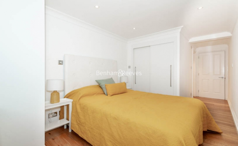 2 bedroom(s) flat to rent in Beauchamp Place, Knightsbridge, SW3-image 8