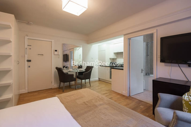 Studio flat to rent in Pelham Court, Fulham Road, Chelsea, SW3-image 2
