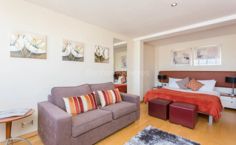 Studio flat to rent in Roland House, Old Brompton Road, SW7-image 1