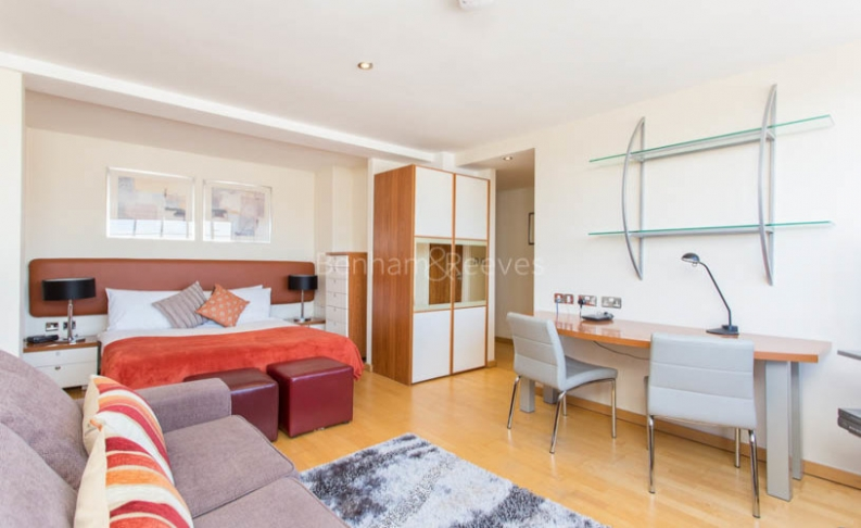 Studio flat to rent in Roland House, Old Brompton Road, SW7-image 2