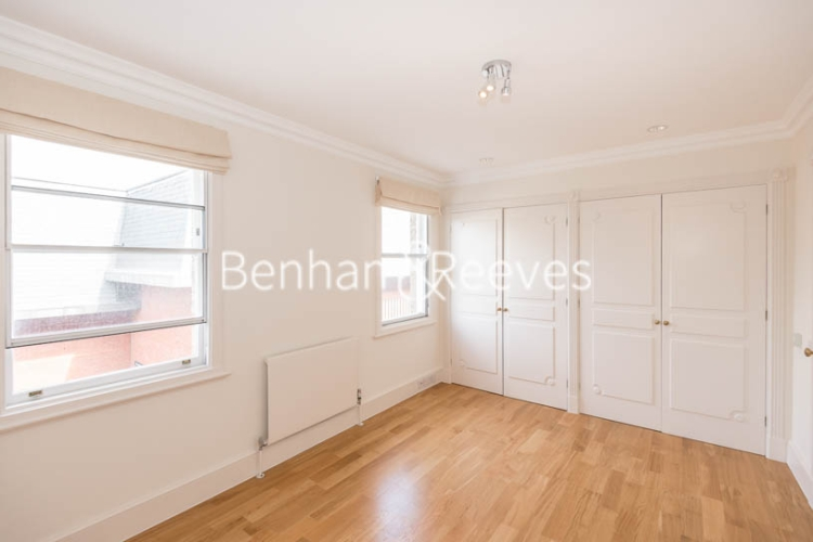 4 bedroom(s) house to rent in Charles II Place, King's Road, Chelsea, SW3-image 3