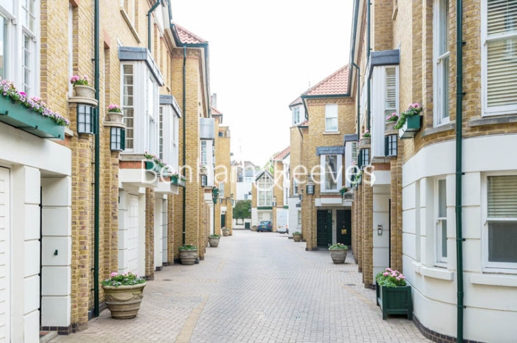 4 bedroom(s) house to rent in Charles II Place, King's Road, Chelsea, SW3-image 6