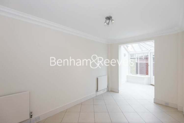 4 bedroom(s) house to rent in Charles II Place, King's Road, Chelsea, SW3-image 7