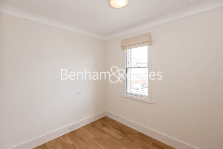 4 bedroom(s) house to rent in Charles II Place, King's Road, Chelsea, SW3-image 8