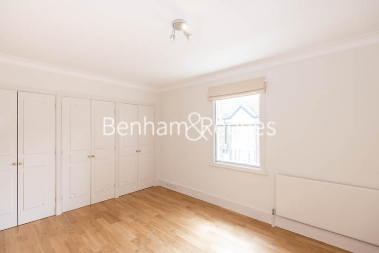 4 bedroom(s) house to rent in Charles II Place, King's Road, Chelsea, SW3-image 10
