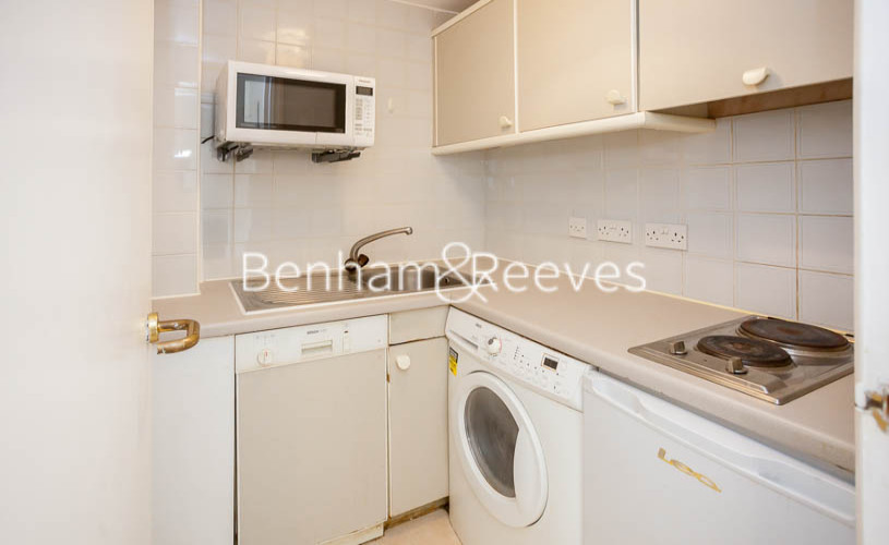 Studio flat to rent in Chelsea Cloisters, Sloane Avenue, SW3-image 3