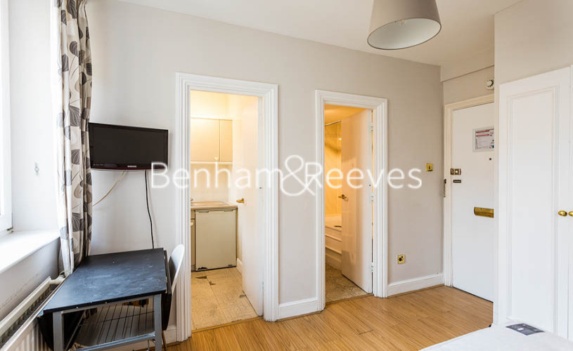 Studio flat to rent in Chelsea Cloisters, Chelsea, SW3-image 4