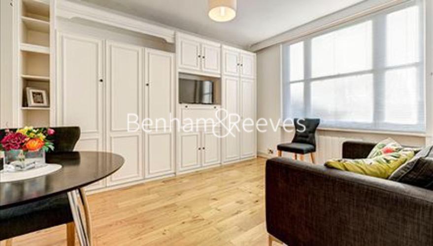 Studio flat to rent in Hill Street, Mayfair, W1J-image 1