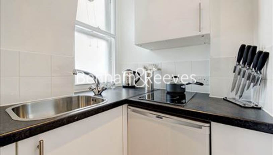 Studio flat to rent in Hill Street, Mayfair, W1J-image 2