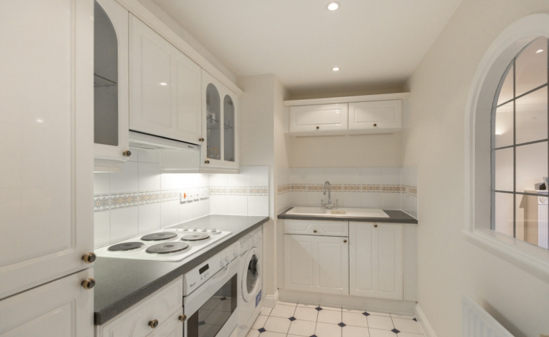 2 bedroom(s) flat to rent in Royal Westminster Lodge, Elverton Street, Victoria, SW1-image 2