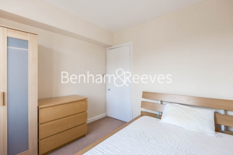 2 bedroom(s) flat to rent in Cameret Court, Notting Hill, W11-image 3