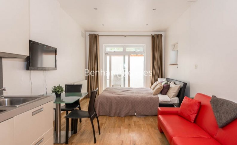Studio flat to rent in St Stephens Gardens, Lancaster Gate, W2-image 1