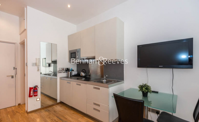 Studio flat to rent in St Stephens Gardens, Lancaster Gate, W2-image 2