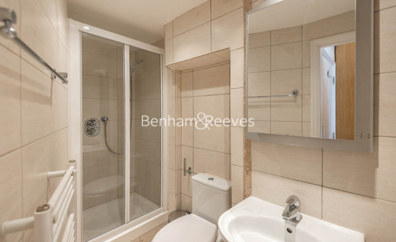 Studio flat to rent in St Stephens Gardens, Lancaster Gate, W2-image 4