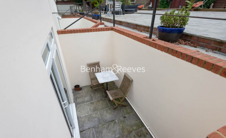 Studio flat to rent in St Stephens Gardens, Lancaster Gate, W2-image 5
