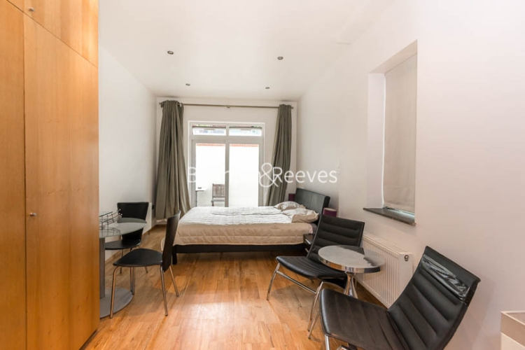 Studio flat to rent in St Stephens Gardens, Notting Hill Gate, W2-image 1