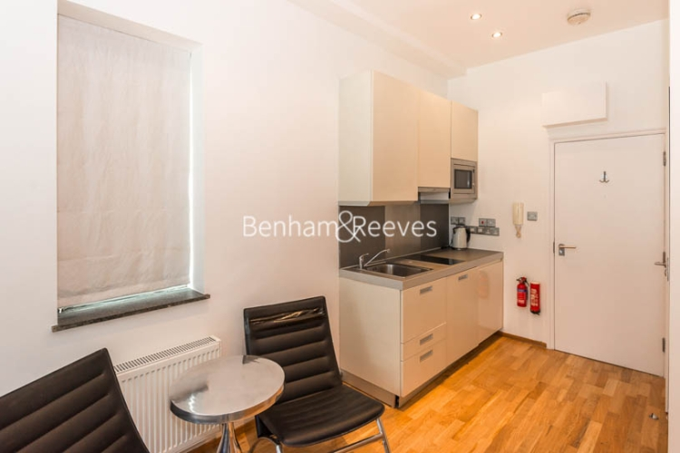 Studio flat to rent in St Stephens Gardens, Notting Hill Gate, W2-image 2