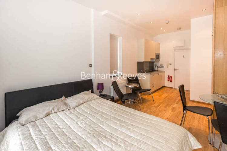 Studio flat to rent in St Stephens Gardens, Notting Hill Gate, W2-image 3