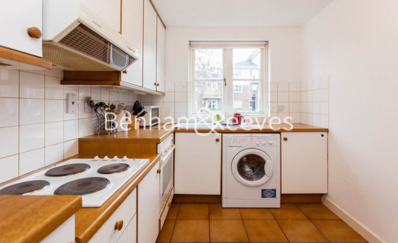 Studio flat to rent in Brompton Park Crescent, Kensington, SW6-image 2